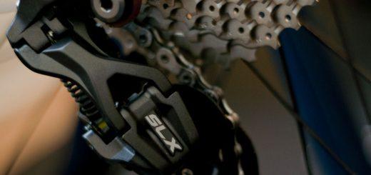Regulacja tylnej przerzutki w rowerze