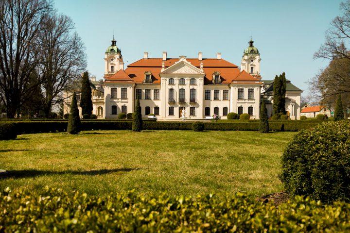 Pałac w Kozłówce od strony parku
