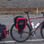 Sakwy rowerowe czy bikepacking na samodzielną wyprawę?